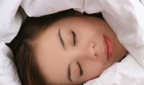 Lisa-Dencon-in-sleep-01